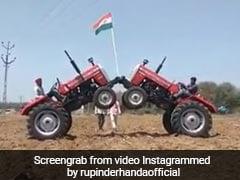 Video: ट्रैक्टरों की मदद से यूं फहराया तिरंगा, एक्ट्रेस बोली- Happy independence day