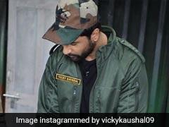 Pics: Vicky Kaushal Makes <i> Rotis </i> For Indian Army <i> Jawans </i> At The Border
