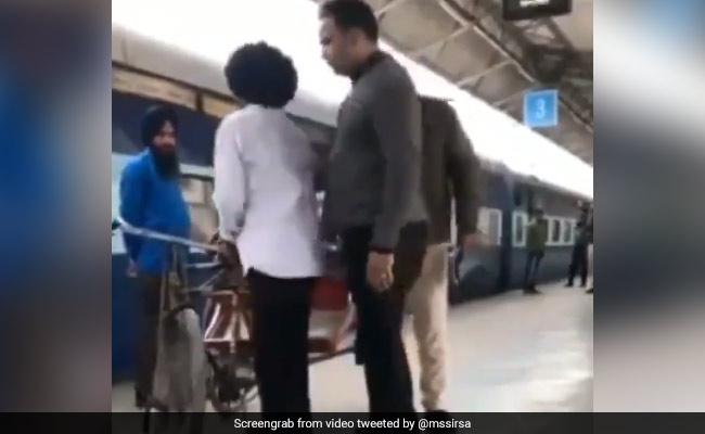 Akali Leader Shares Video Of Punjab Rikshaw Puller Being Thrashed By Cops
