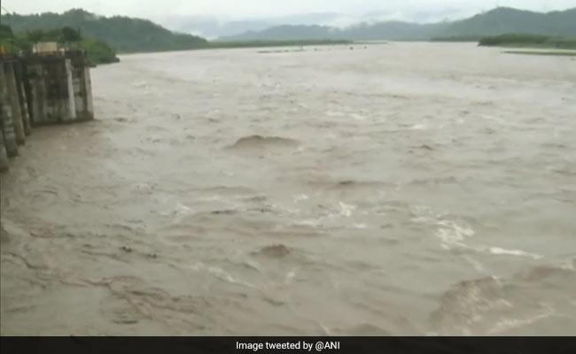 पाकिस्तान ने और पानी छोड़ा, पंजाब के फिरोजपुर में बाढ़ का खतरा