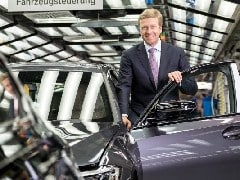 BMW CEO Urges Staff To Narrow Sales Gap With Mercedes