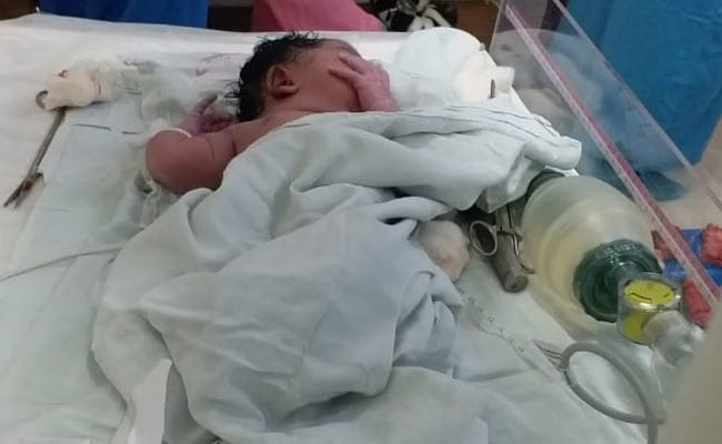 जब आग की लपटों से धधक रहा था AIIMS, डॉक्टर्स ने अपनी जिम्मेदारी निभाते हुए कराया दो बच्चों का जन्म