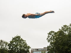 Video: Norwegians Defy Gravity At 'Death Diving' Championship