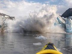 ग्लेशियर के पास घूम रहे थे लोग, बर्फ में हुआ अचानक धमाका और... देखें VIDEO
