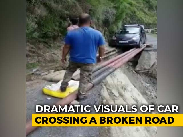 Video : Video: Car Crosses Huge Ditch On Risky Iron Rods In Himachal