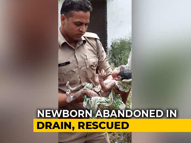 Video : UP Cops Rescue Abandoned Baby From Drain