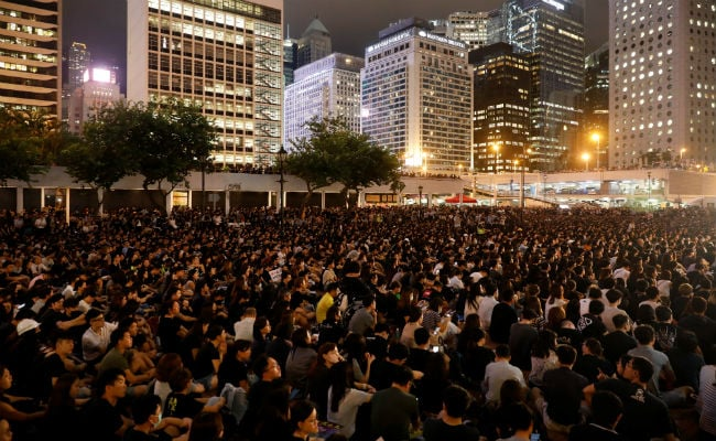 Police fire tear gas at protesters on Hong Kong island