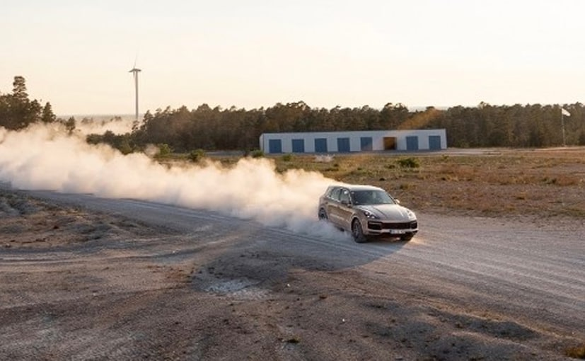 The Porsche Cayenne SE Hybrid has lapped the Swedish Gotland Ring in 3:51 minutes.