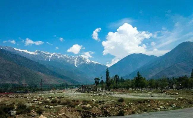 Maharashtra Plans To Build Tourist Resorts In Jammu And Kashmir, Ladakh
