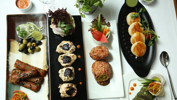 'Chutney Bar And Tandoor' At The Metropolitan Hotel Has A Range Of Indian Appetisers Worth Trying Out