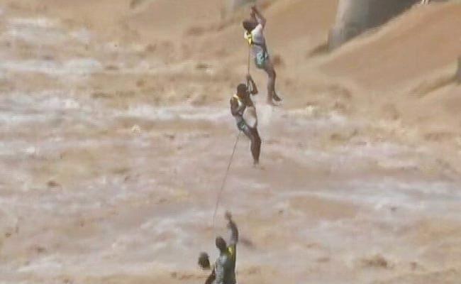 एयरफोर्स के जाबांज जवानों ने नदी में फंसे लोगों को कुछ इस तरह बचाया, देखें VIDEO