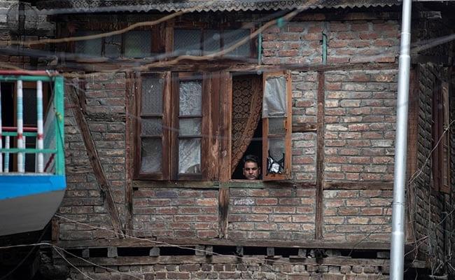 पटरी पर लौटता कश्मीर: चरणबद्ध तरीके से बहाल होंगी फोन लाइनें, सोमवार से खुलने लगेंगे स्कूल