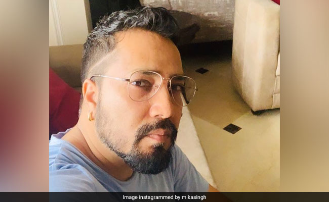 Indian film association bans Mika Singh after performance in Pakistan