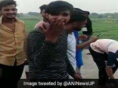 Uttar Pradesh: शख्स ने बर्थडे केक काटने के लिए चलाई गोली, वीडियो इंटरनेट पर हो रहा वायरल