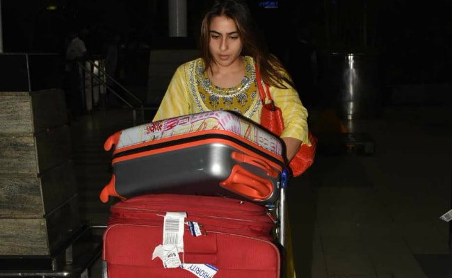 Sara Ali Khan Wins Over The Internet By Pushing Her Own Luggage Trolley At Airport
