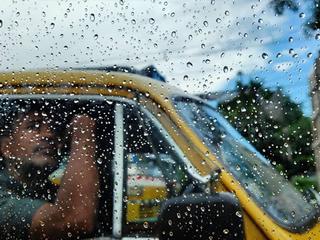 পুজোয় বৃষ্টি-ভোগান্তির সম্ভাবনা বাড়িয়ে দেরী করে এ রাজ্য থেকে বিদায় নেবে বর্ষা