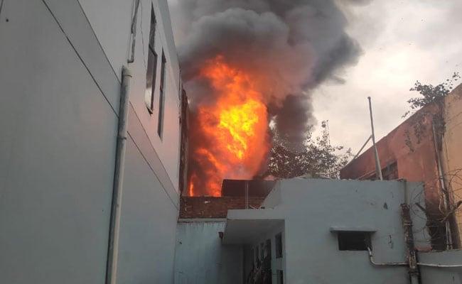 Fire Breaks Out At Engine Oil Warehouse In Delhi, 1 Dead