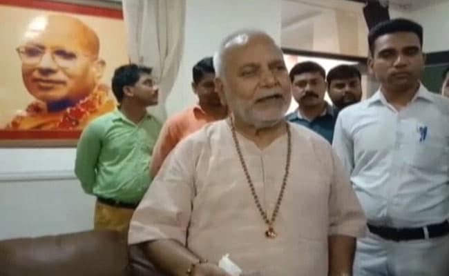 राजनीति के गलियारे में फिर उठा धुआं, बीजेपी नेता चिन्मयानंद पर है रेप का आरोप...