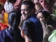 गणपति बप्पा की भक्ति में इस तरह झूमते नजर आए सलमान खान, वीडियो हुआ वायरल