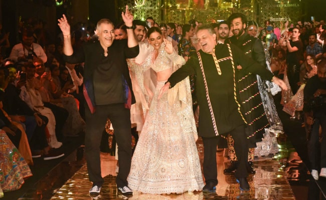 Deepika Padukone's Dance On Disco Deewane On Ramp Stuns All