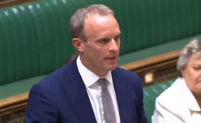 """ब्रिटेन के विदेश कार्यालय ने समलैंगिकों पर """"गुमराह"""" ऐतिहासिक प्रतिबंध के लिए खेद व्यक्त किया"""