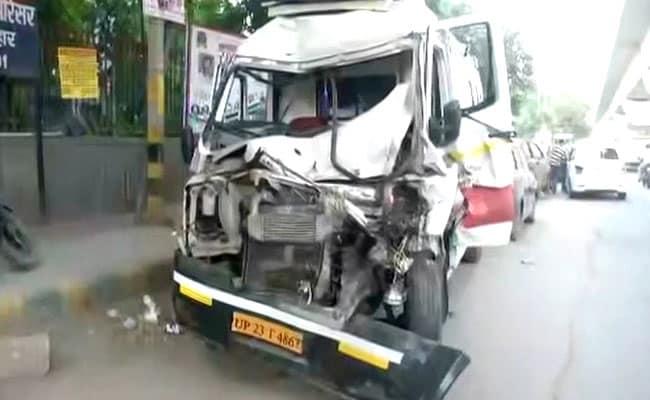 2-Year-Old, Ambulance Technician Killed In Accident On Delhi-Noida Flyway