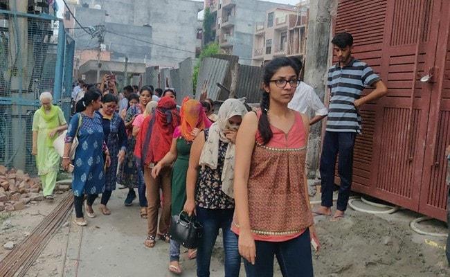 दिल्ली : स्पा सेंटर में चल रहे ऑनलाइन सेक्स रैकेट का भंडाफोड़, अश्लील मेन्यू कार्ड मिले