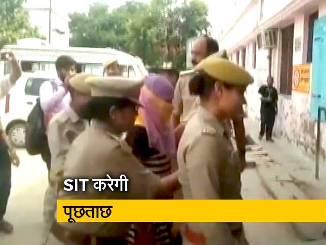 Videos : स्वामी चिन्मयानंद पर रेप का आरोप लगाने वाली छात्रा गिरफ्तार