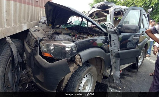 2 Killed As Former Union Minister Hansraj Ahir's Convoy Hit By Truck