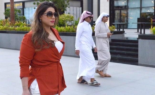 Gasps As Saudi Woman, 33, Walks Through Mall Without Customary Abaya