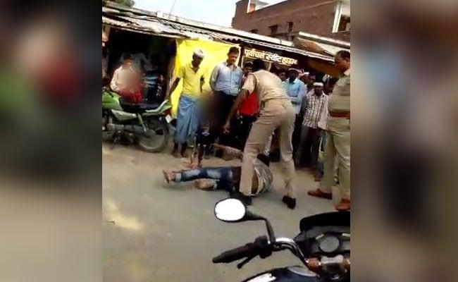 Siddharth Nagar Case: शख्स की बेरहमी से पिटाई करने वाले 2 पुलिसकर्मियों पर हत्या के प्रयास का मामला दर्ज
