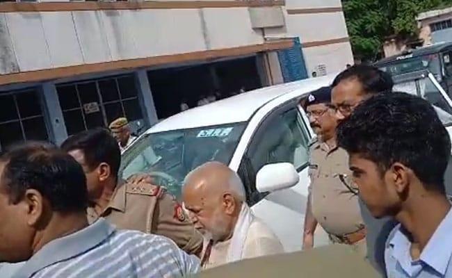 रेप का आरोपी चिन्मयानंद को SIT ने किया गिरफ्तार, कोर्ट में पेश होने के बाद 14 दिन की जेल