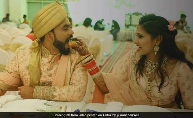 TikTok Top 5: शादी में दुल्हन खिला रही थी दूल्हे को गोलगप्पा, जैसे ही बढ़ाए हाथ तो फिर...
