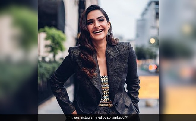 When Sonam Kapoor Was Removed From WhatsApp Group By Anand Ahuja And Dulquer Salmaan