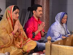Bhojpuri Cinema: आजमगढ़ में लीडर बने दिनेश लाल यादव निरहुआ, आम्रपाली दुबे ने भी दिया साथ