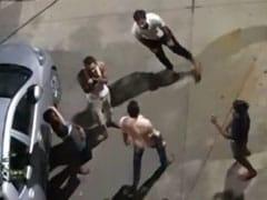 शराब के नशे में चूर युवकों ने सड़क पर कपड़े उतारकर किया हुड़दंग, मामला दर्ज