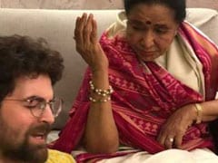 When Asha Bhosle And Neil Nitin Mukesh Recreated <i>Jaane Ja Dhoondta Phir Raha</i>