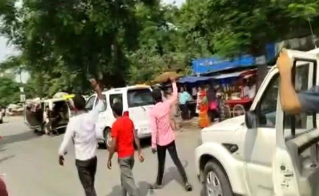 Nitish Kumar Shown Black Flag In Muzaffarpur, Ink Thrown On His Cavalcade
