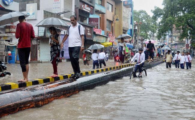 यूपी-बिहार में नहीं थम रहा बारिश का कहर: सौ से ज्यादा की मौत, जेल और अस्पताल में भी भरा पानी, स्कूल और कॉलेज बंद