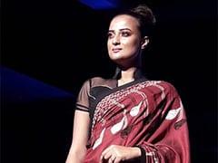 Durga Puja 2019: ''এবারের পুজোয় 'ধুতি' ইন'': অগ্নিমিত্রা