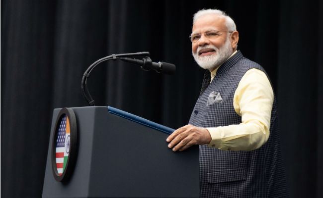 At 'Howdy, Modi' Event, PM Recites Poem On Facing Challenges