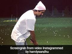 रात के अंधेरे में गोल्फ खेलते नजर आए हार्डी संधू तो इस सिंगर ने ली चुटकी- थोड़ी और जोर से मार...देखें Viral Video