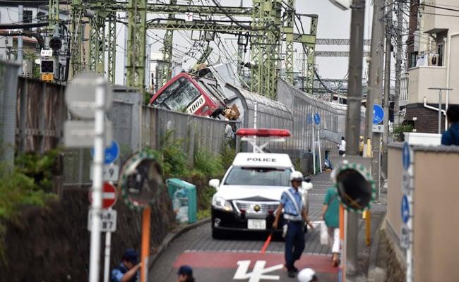 Satu Tewas 30 Luka-luka Dalam Kecelakaan Kereta Api Tokyo Jepang