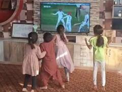 राशिद खान ने जिताया टेस्ट मैच तो झूमने लगे बच्चे, टीवी के सामने ऐसे किया डांस, देखें VIDEO
