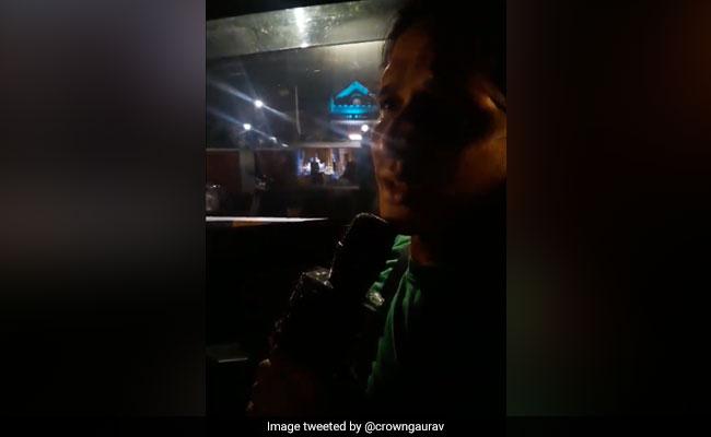 रानू मंडल के बाद छाया उबर ड्राइवर, कार के अंदर गाया कुमार सानू का गाना, वायरल हुआ VIDEO