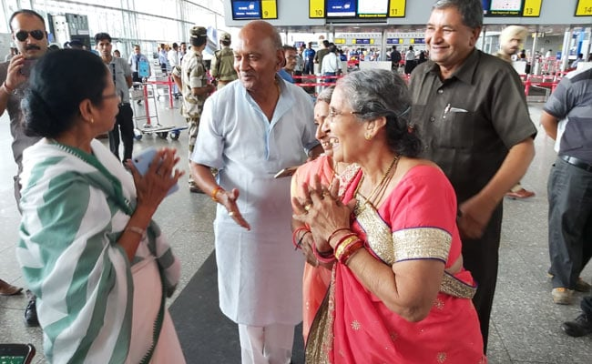 Mamata Banerjee Runs Into PM Modi's Wife Before Boarding Flight To Meet Him