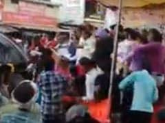 अचानक भरभराकर गिरा मंच, मध्यप्रदेश के पूर्व गृह मंत्री समेत बीजेपी के कई नेता गिरे; देखें VIDEO