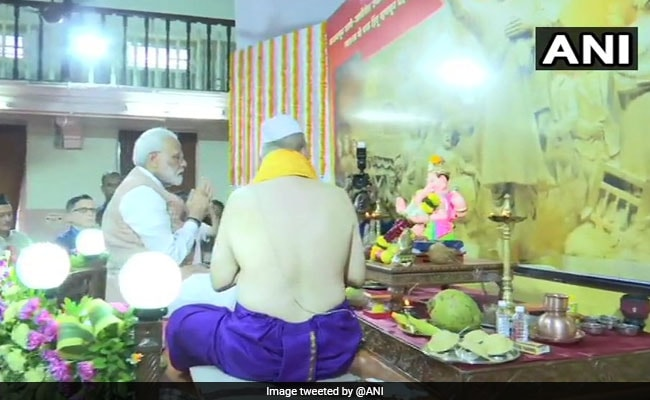 What PM Modi Wrote In Visitor's Book After Ganesha Darshan