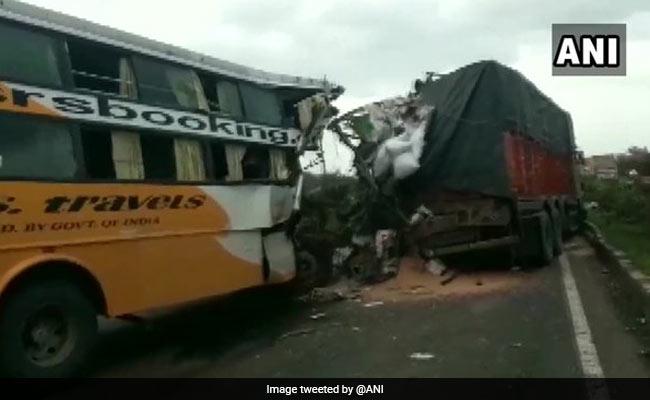 At Least 6 Killed As Bus Rams Into Truck Near Maharashtra's Satara