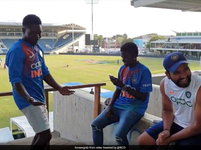 जब रोहित शर्मा के सामने उनके दो कैरेबियन फैंस ने किया बिंदास डांस, देखें VIDEO